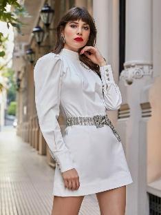 Vestido curto off white -